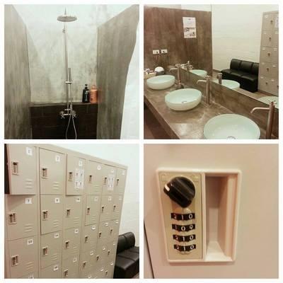bondbathroom.jpg
