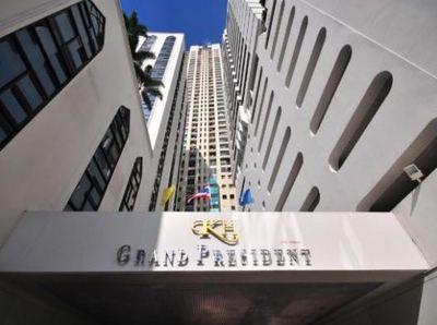 grandp-entranceB.jpg