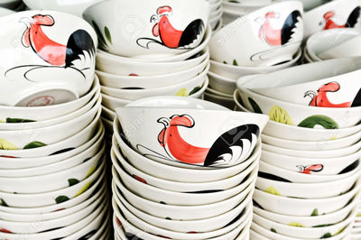 41021128-Ceramic-rooster-bowl-from-Lampang-on-sell-in-local-market-Thailand-Stock-Photo.jpg